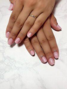 ピンクのワンカラーで大人可愛い指先に!